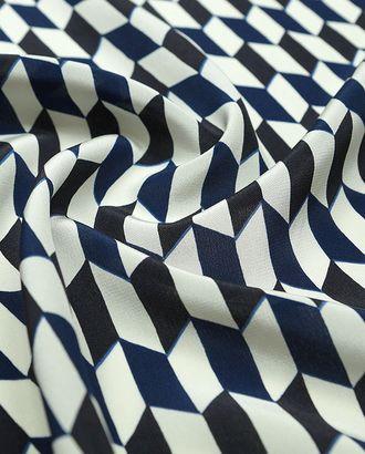 Шелковая блузочно-плательная ткань с геометрическим рисунком синего, черного и белого цветов арт. ГТ-2527-1-ГТ0047297