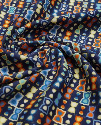 Прекрасный шелк с принтом песочные цвета на синем фоне арт. ГТ-2966-1-ГТ0047846