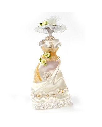Бежевое платье с шляпкой на манекене арт. МГ-2636-1-МГ0206870
