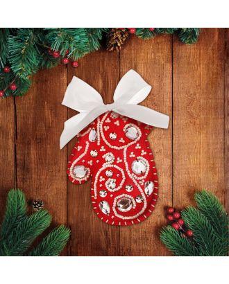 """Новогодняя игрушка из фетра с вышивкой стразами """"Красная варежка"""" арт. СМЛ-16190-1-СМЛ3934346"""