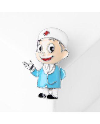 """Брошь """"Доктор"""", цветная в серебре арт. СМЛ-121931-1-СМЛ0005049677"""