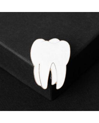 """Брошь """"Медицина"""" зуб, цвет белый в золоте арт. СМЛ-124976-1-СМЛ0005134367"""